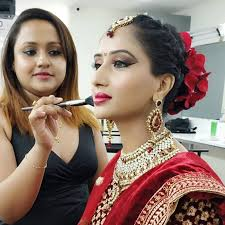 Celebrities don't need professional makeup artist near me: Here are some ways to choose one